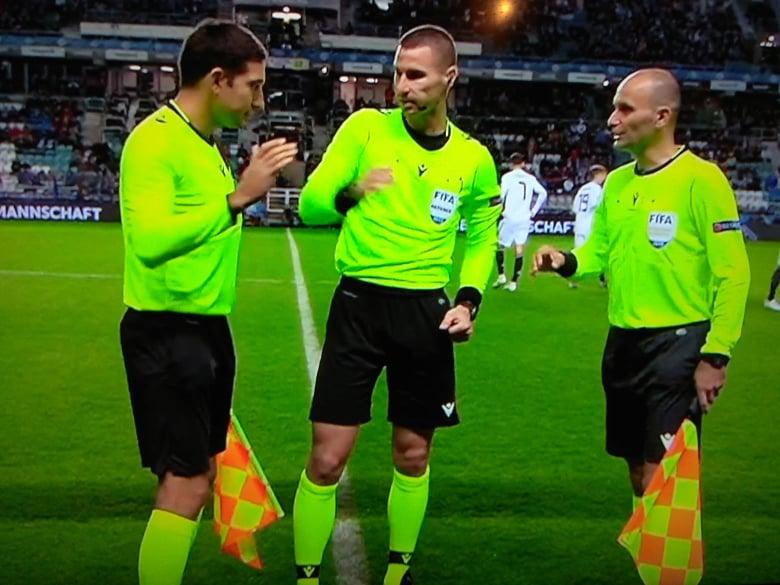 Футболният правилник показва: Решенията на Кабаков в мача Лудогорец – Черно море са правилни!