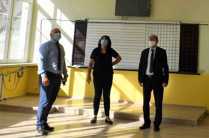 """Зам.-кметове на Асеновград инспектират строителството в училище """"Ангел Кънчев"""""""
