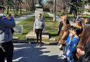 """Ученичка смая пловдивчани със завладяващ рецитал на """"Опълченците на Шипка"""" в центъра на града"""