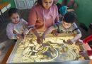 Как Деси Иванова накара деца билингви да опознаят и представят българския фолклор